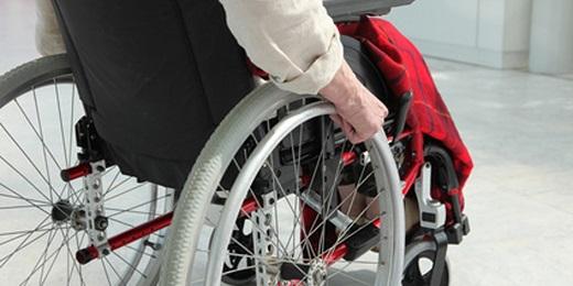 persona en silla de ruedas necesita accesibilidad en viviendas