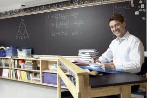 Un profesor de Cursos para personas con discapacidad