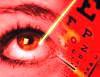 Imagen de rayo láser sobre el ojo, una de las formas de tratar el Retinoblastoma