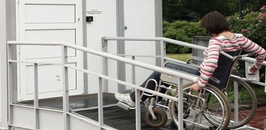 Imagen de una mujer en silla de ruedas - Capital europea de la accesibilidad 2020