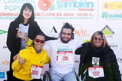 Fotografía de algunos participantes en silla de ruedas en la carrera Madrid también solidario junto con Irene Villa y Teresa Perales