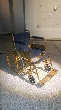carro de apoyo, silla de ruedas dorada