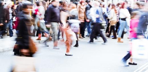 ciudadanos de pleno derecho cruzando la calle
