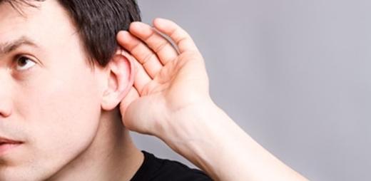 Persona con sordera