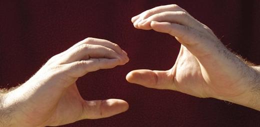 Manos interpretando la Lengua de Signos Española | Congreso CNLSE
