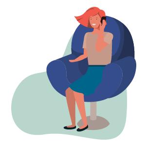 mujer hablando por el móvil sentada en un sillón, teléfonos de coronavirus