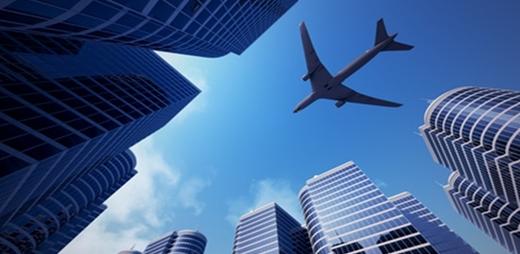 Imagen de un avión sobrevolando destinos turísticos accesibles