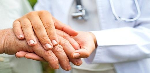 Imagen de manos entrelazadas - Día de la Lesión Medular