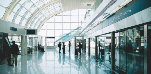 intercambiador de transportes con viajeros, puntos de interés para guía de transporte urbano
