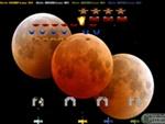 Guía de videojuegos accesibles - Dicapacidad Auditiva: 3 planetas anaranjados en diagonal. Fondo negro.