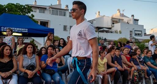 David Marquez en Desfile con Escuela de modelos AAR