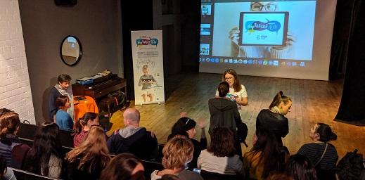 salón de actos para la presentación de acciones para personas con autismo