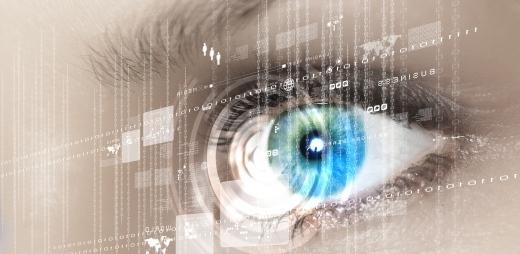 ojo delante de una pantalla transparente, personas con diabetes deben vigilar su salud visual