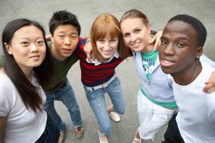Jóvenes estudiantes de diferentes países