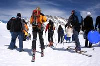 Deportes adaptados: Personas esquiando
