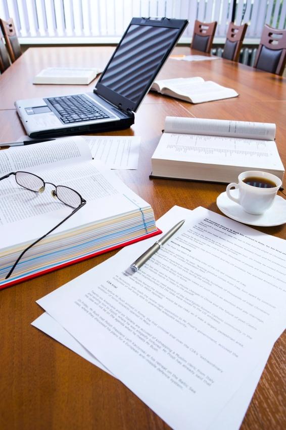 fomento del empleo. Mesa de un puesto de oficina