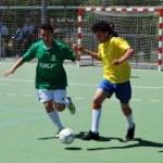Jugadores de femaddi jugando al fútbol