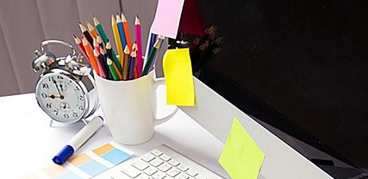 Varios utensilios para crear ideas de ayudas caseras para la vida diaria