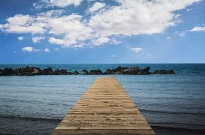 Playa con acceso mediante una rampa, guía playas accesibles