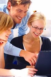 Orientación Laboral con personas en una oficina
