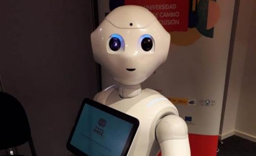 robótica asistencial de la mano del robot Paca