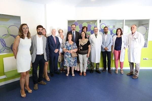 Foto familia de la visita de Jesús Fernandez Sanz a la ludoteca
